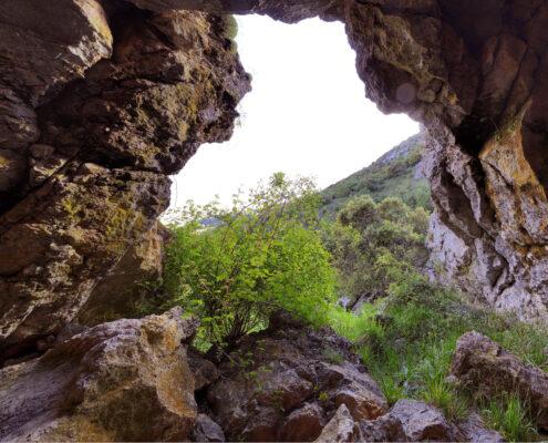 Cueva de Lomas Robledo de la Guzpeña Cueva del Moro Leyenda